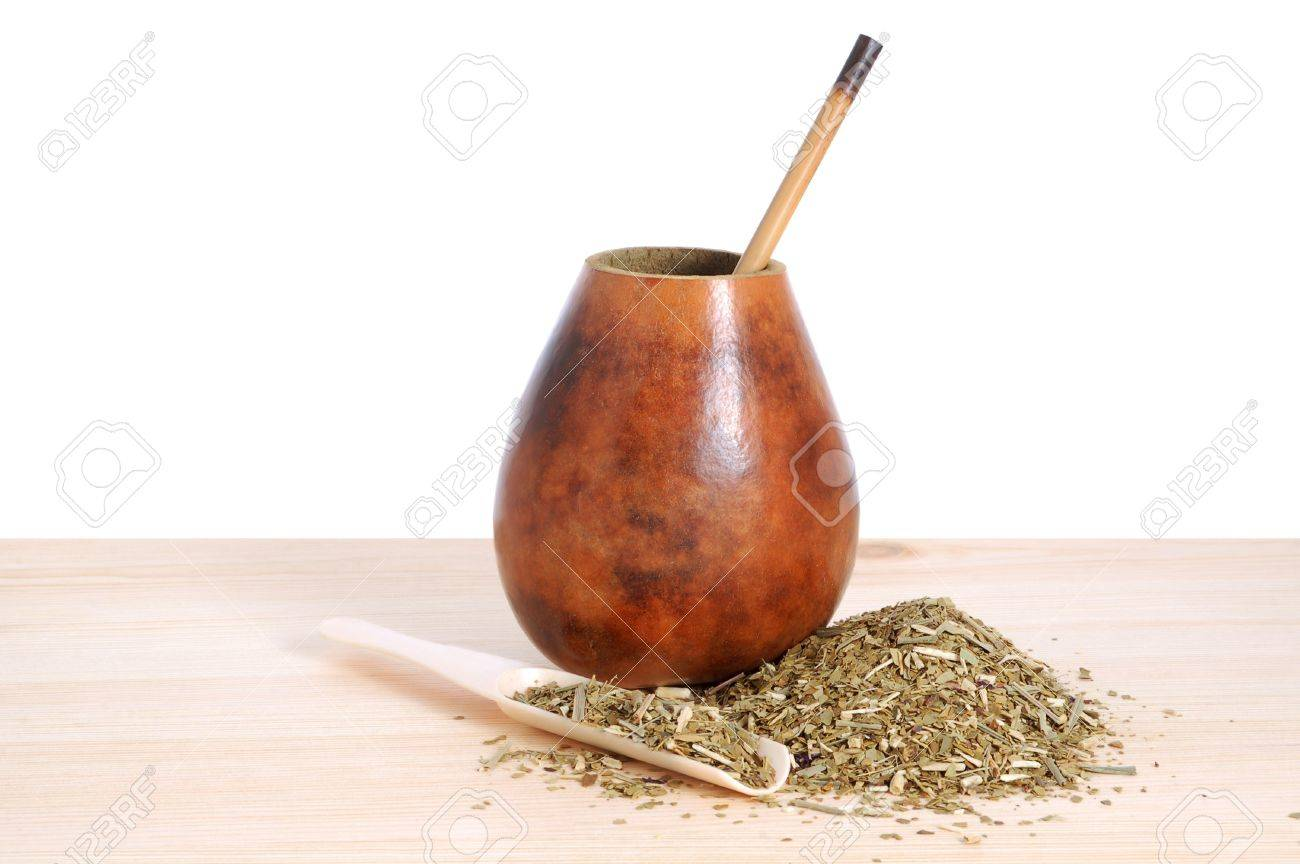 �up from calabash and straw with dry mate leaves - traditional drink of Argentina. Stock Photo - 9016558