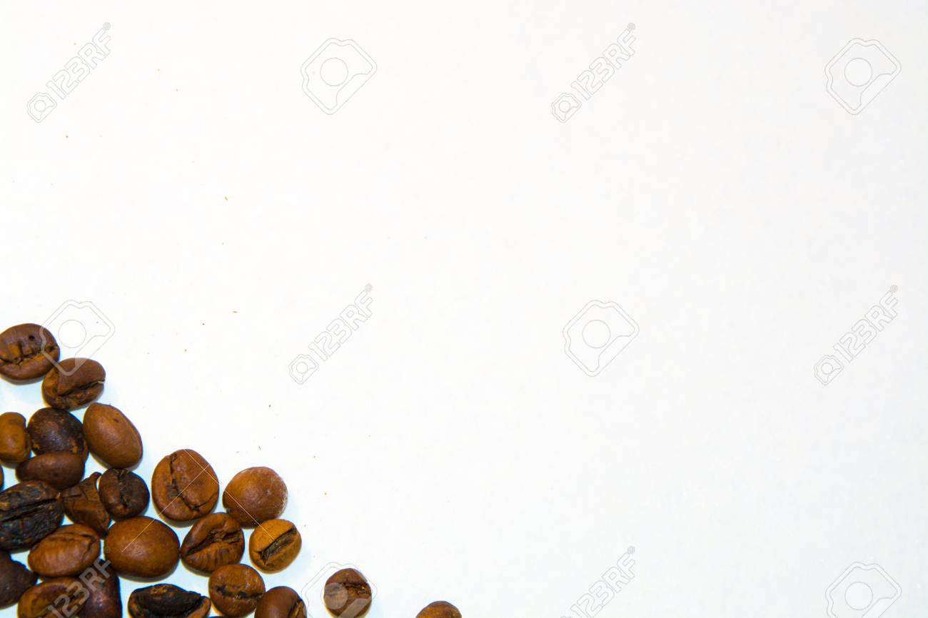 Immagini Stock I Chicchi Di Caffè Tostati Su Uno Sfondo Bianco Per