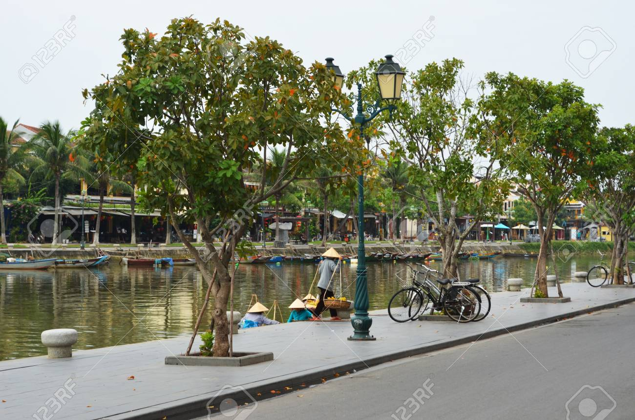 Boats line the path beside a river in Vietnam. Stock Photo - 91720025