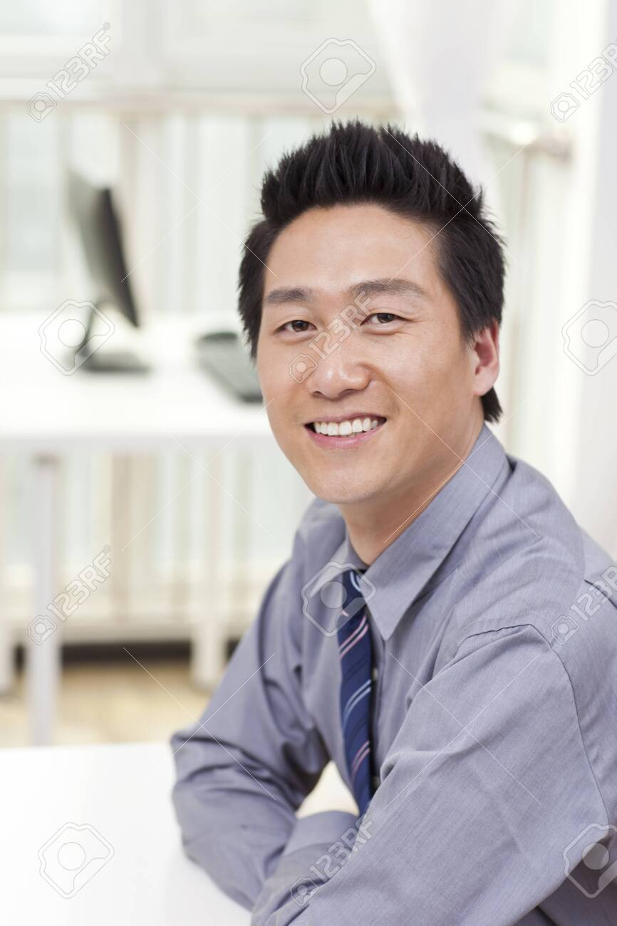 Young businessman in office - 157417031