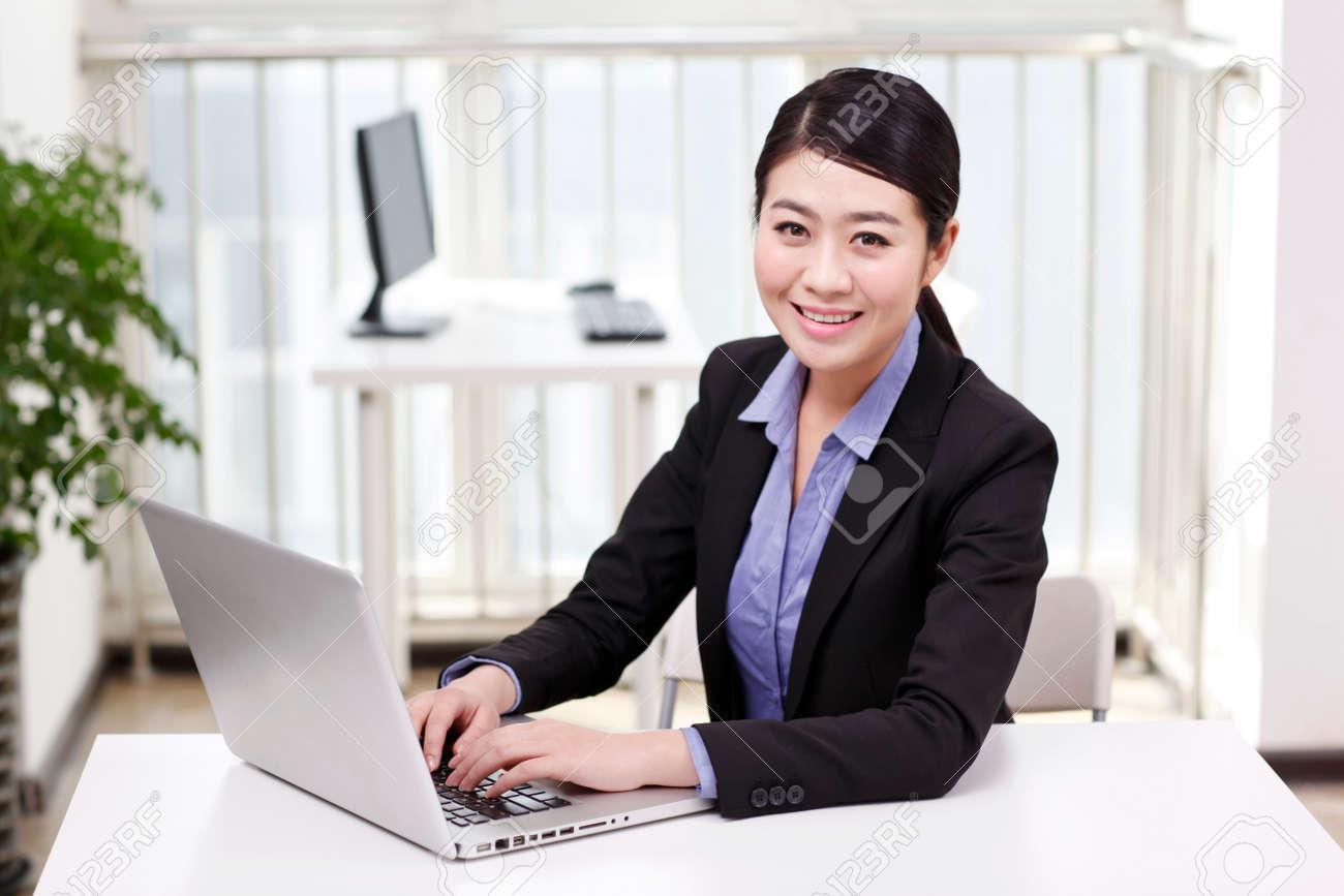 Businesswoman using a laptop - 157504109