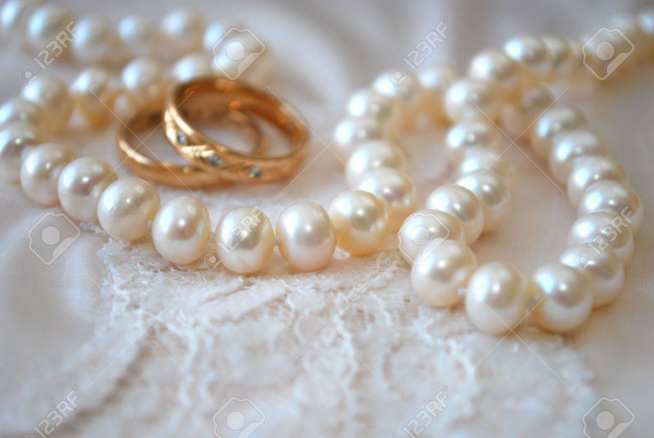 Rings and pearls Stock Photo - 4418578
