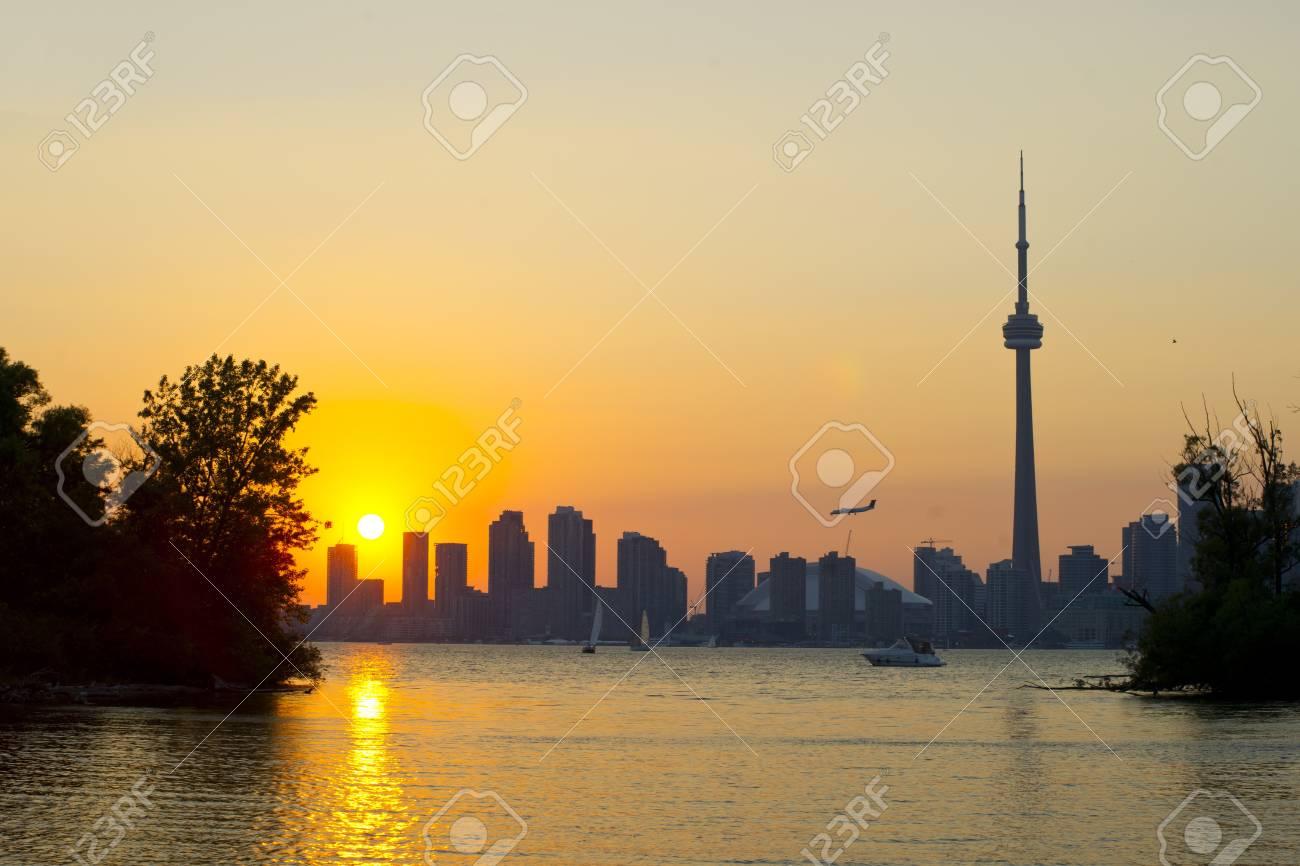 Toronto - 22064002