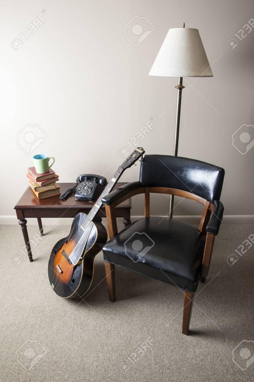 Ein Retro Stil Innenraum Ist Mit Einem Foto Der Mitte Des Jahrhunderts  Modernen Stuhl,
