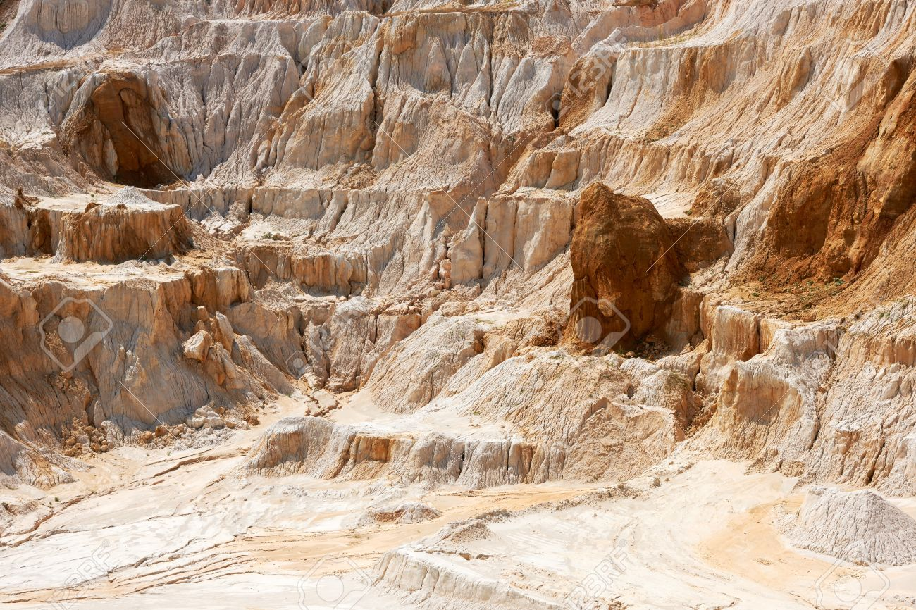 Old limestone and kaolin quarry to produce china clay and porcelain - 18428056
