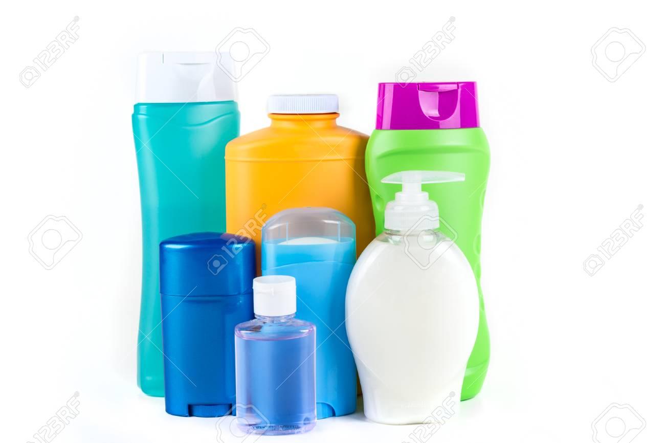Bagno e prodotti per il corpo generici assortiti isolati su fondo