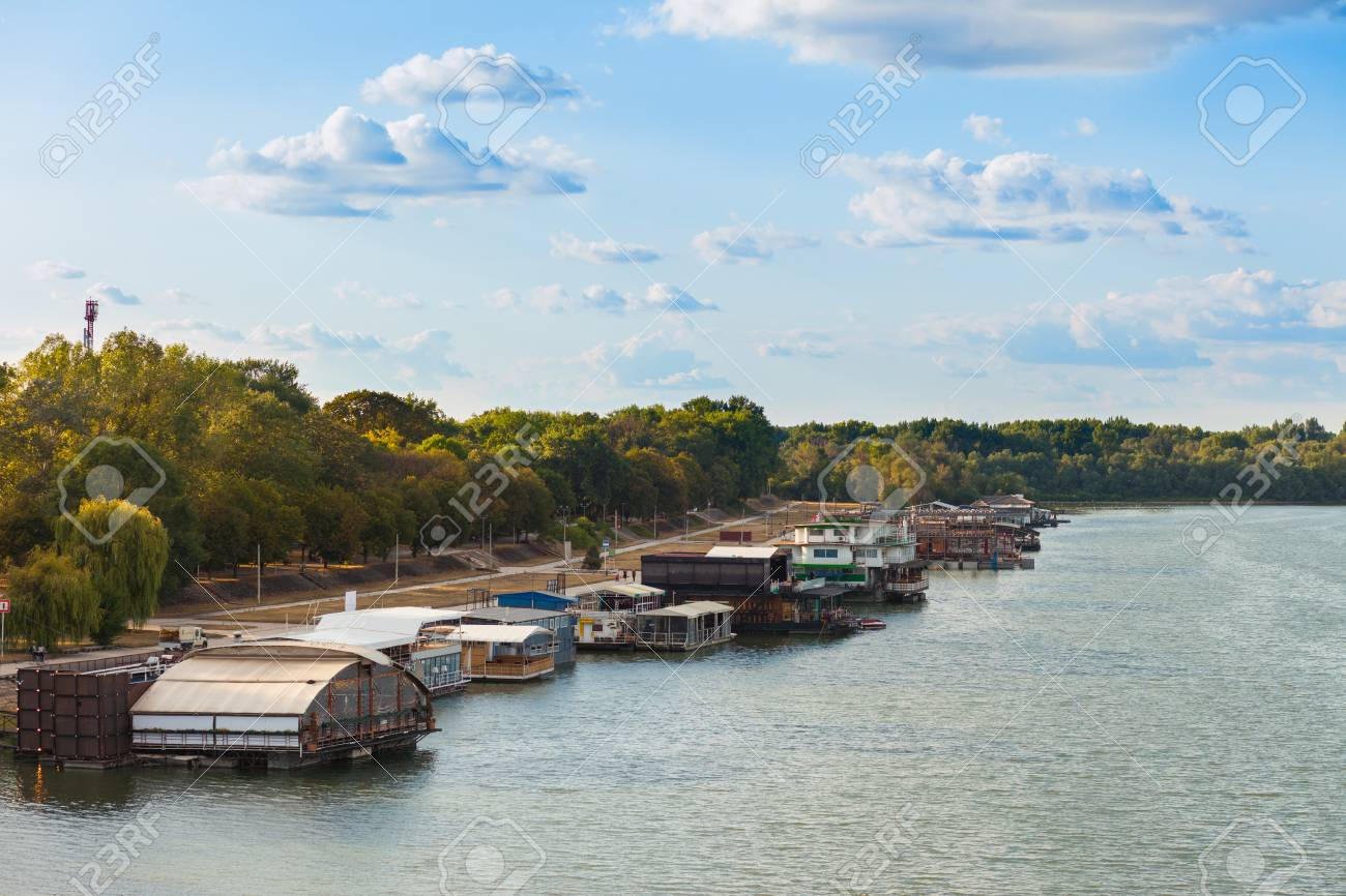 88937472-splav-river-barge-night-clubs-o