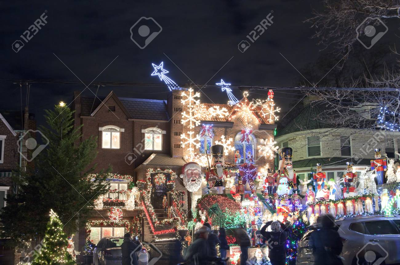 Dyker Heights Brooklyn Christmas Lights.Brooklyn New York Usa December 19 A House In Dyker Heights