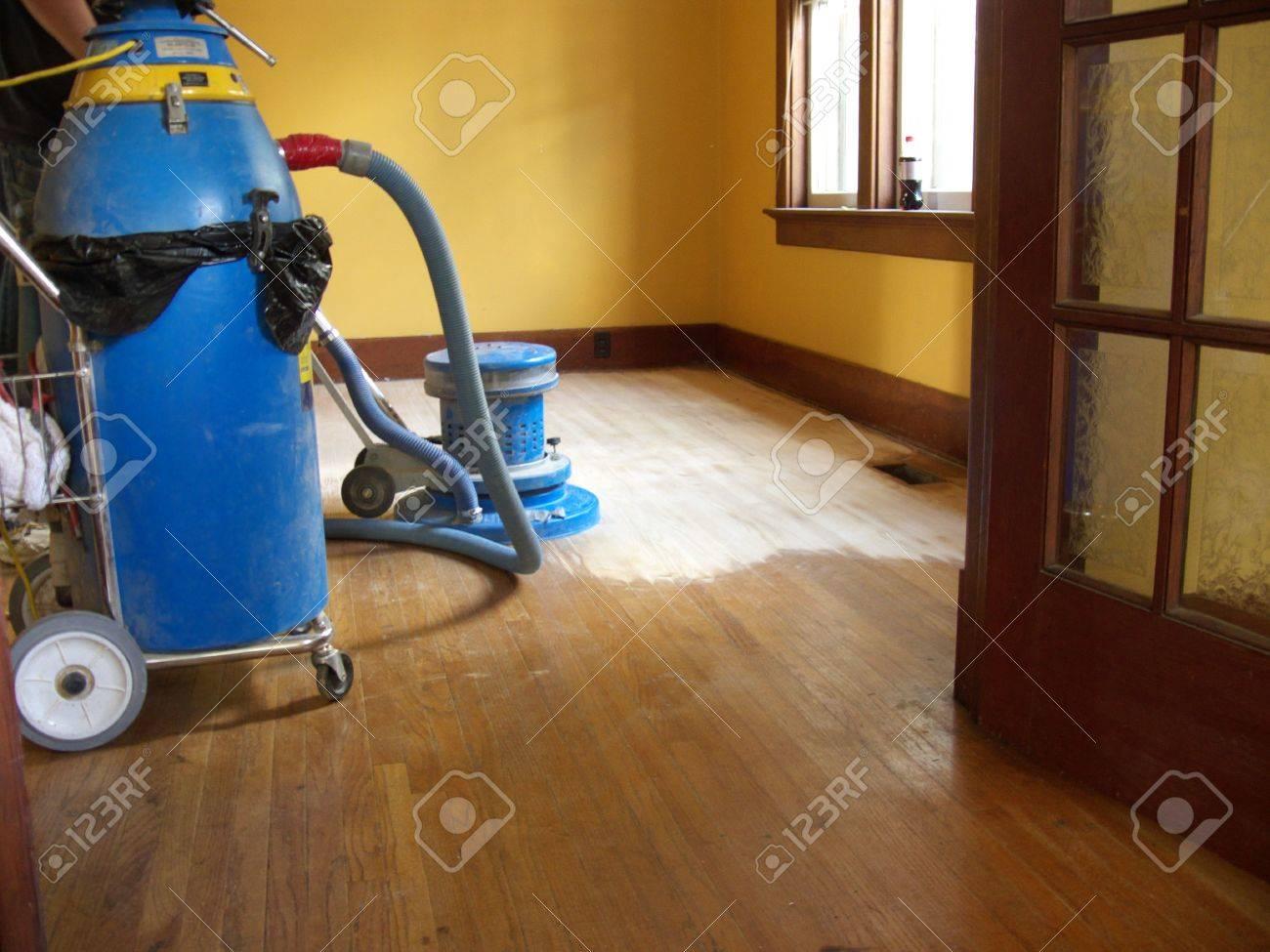Fußboden Schleifen ~ Hartholz fußboden schleifen und lackierung lizenzfreie fotos