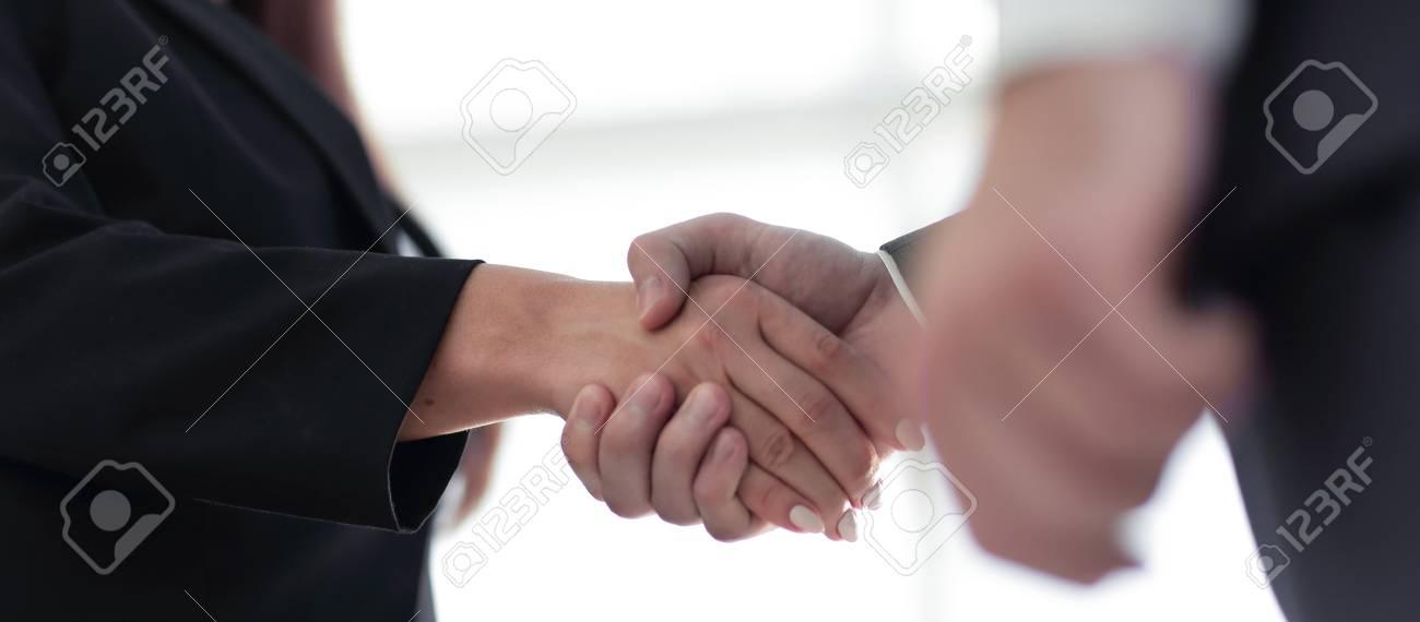 Unternehmer Beglückwünschen Die Gemeinsame Geschäftsvereinbarung ...