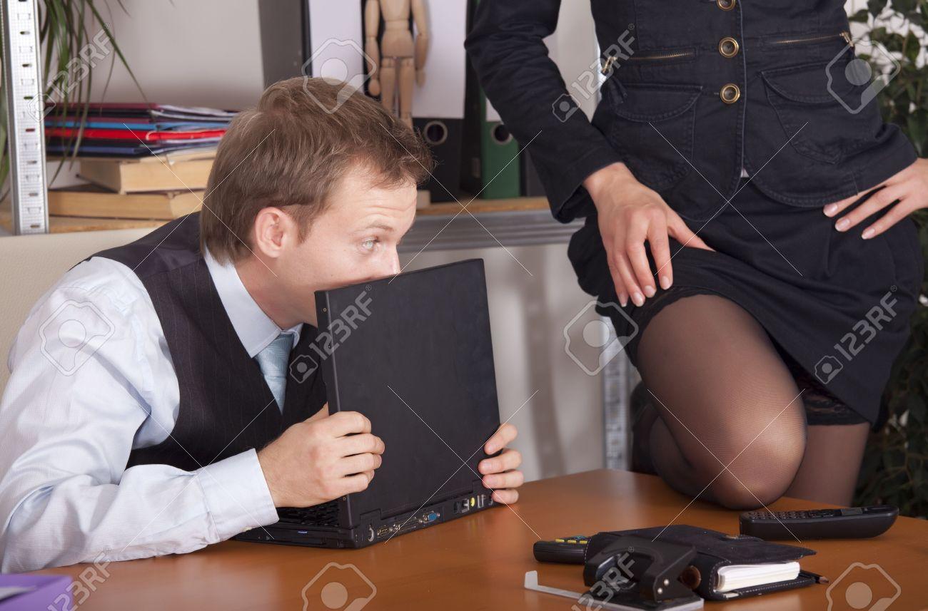 Флирт на работе порно 12 фотография