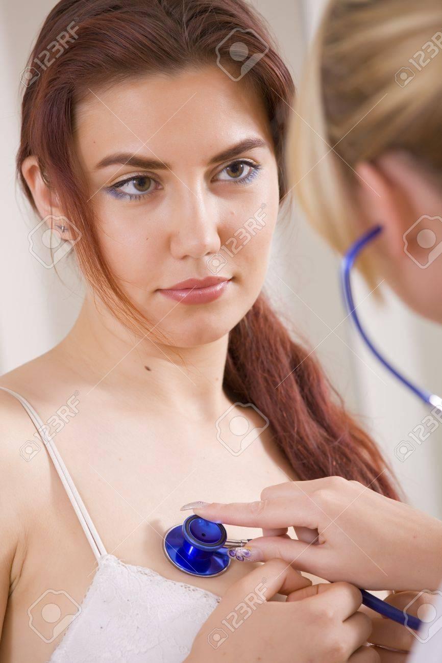 Фото женщина на осмотре у врача 24 фотография