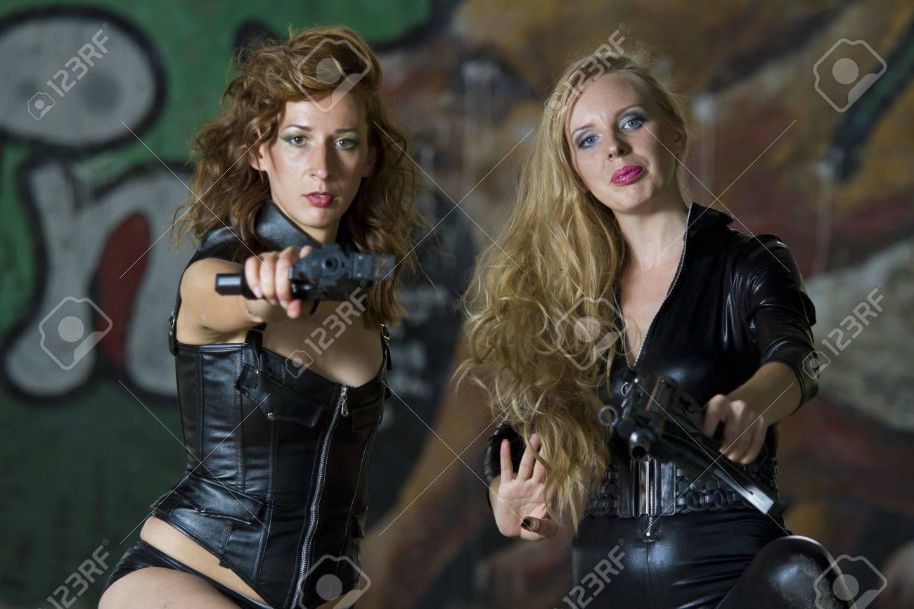 Imagenes de mujeres vestidas con cuero