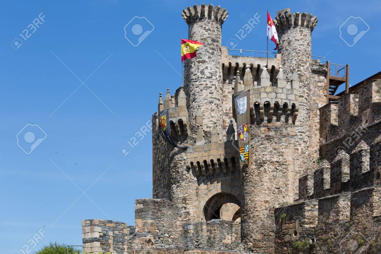 ポンフェラーダ、レオン県にあるテンプル騎士団の城 の写真素材・画像 ...