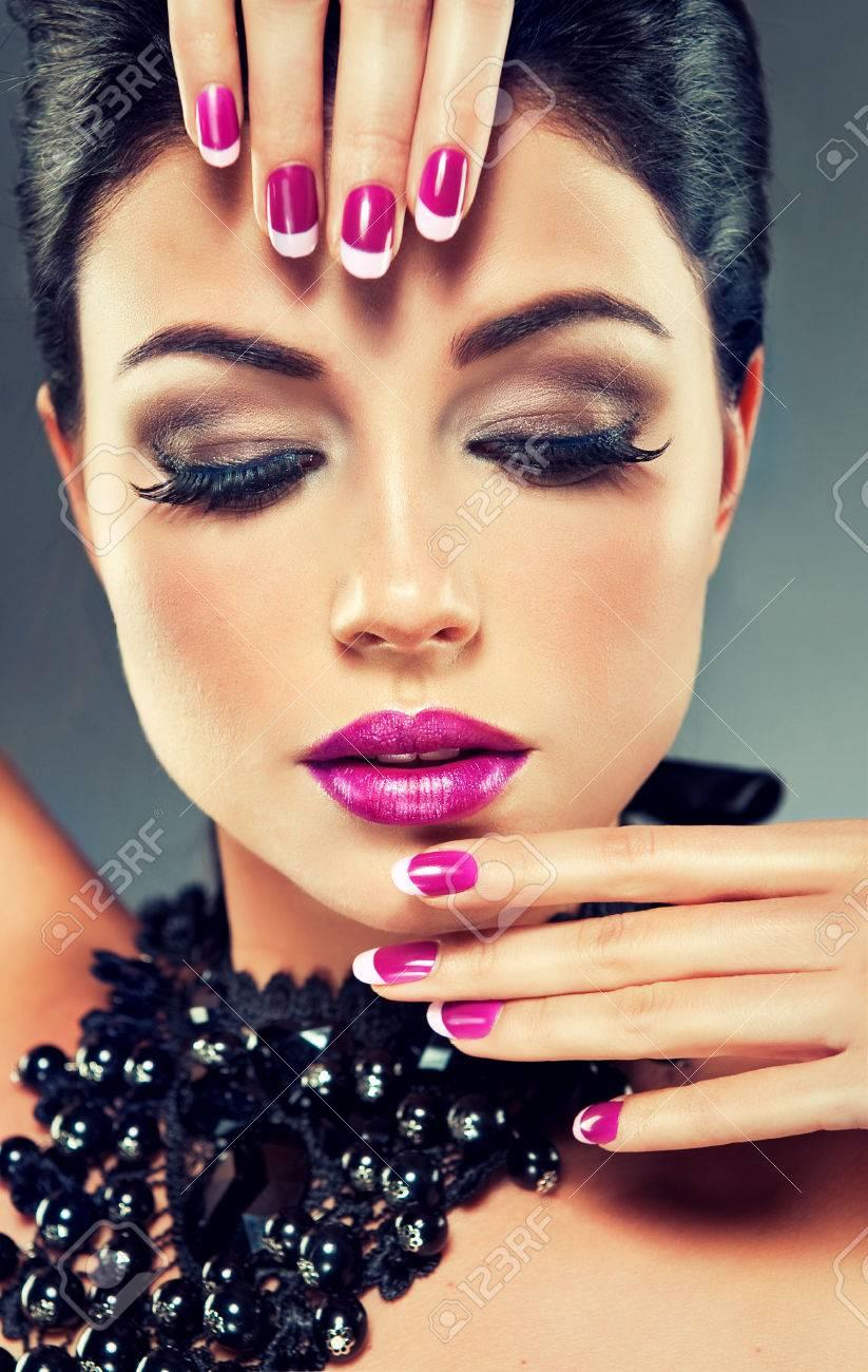 Nail polish Manicure Gel nails Make-up, Fashion beautiful makeup ...
