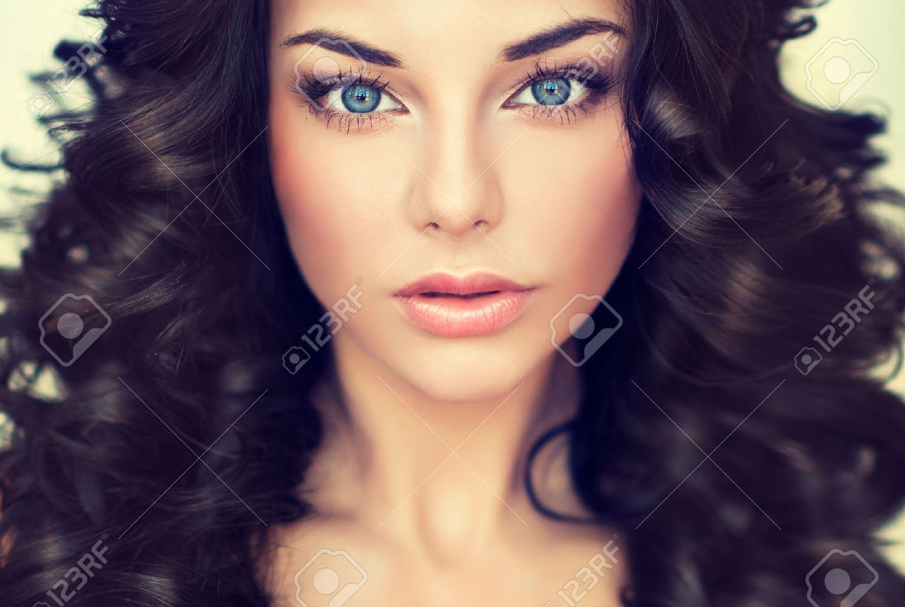 Beautiful girl model with long black curled hair - 46881760
