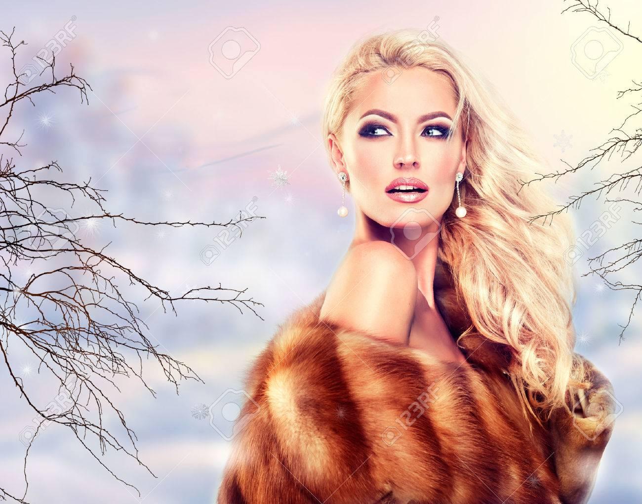 Winter Woman in Luxury Fur Coat. Beauty Fashion Model Girl - 47686474