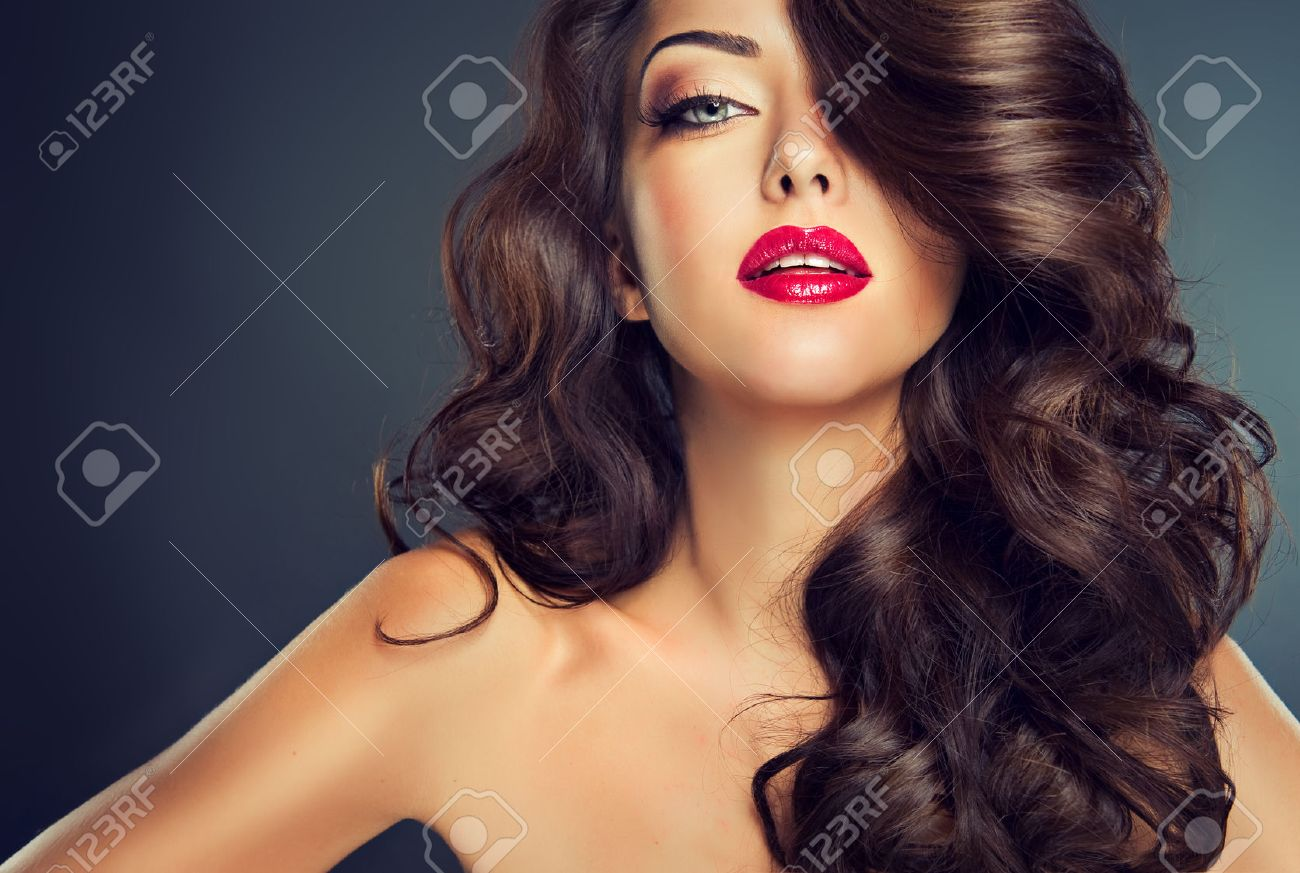 Bright fashionable makeup. Nice young girl model with dense, curly hair. - 48980148