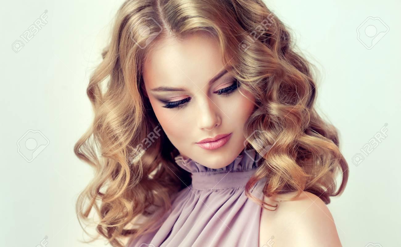 Coiffure femme blonde long