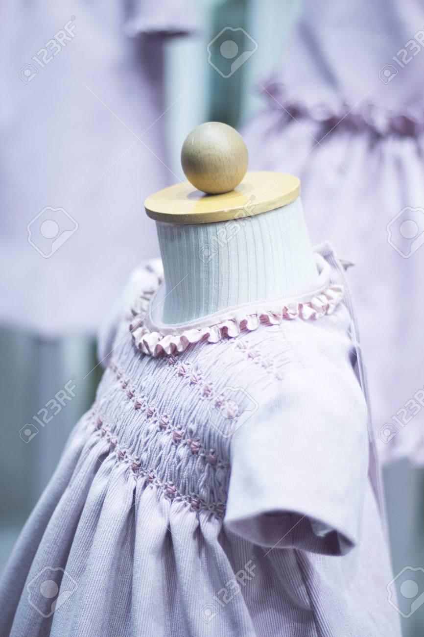 Kinderkleidung Kinder Speichern Dummy-Kind-Kleidung Für Die Taufe ...