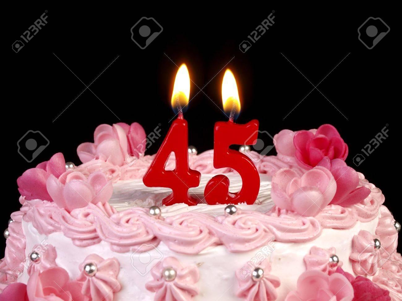 Gâteau D Anniversaire Avec Bougies Rouges Montrant Nr 45