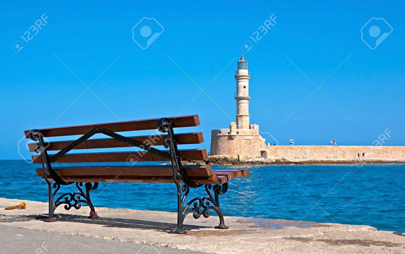 Carte Canee Crete.Le Banc Vide Avec Vue Sur La Carte De Visite De La Canee Phare