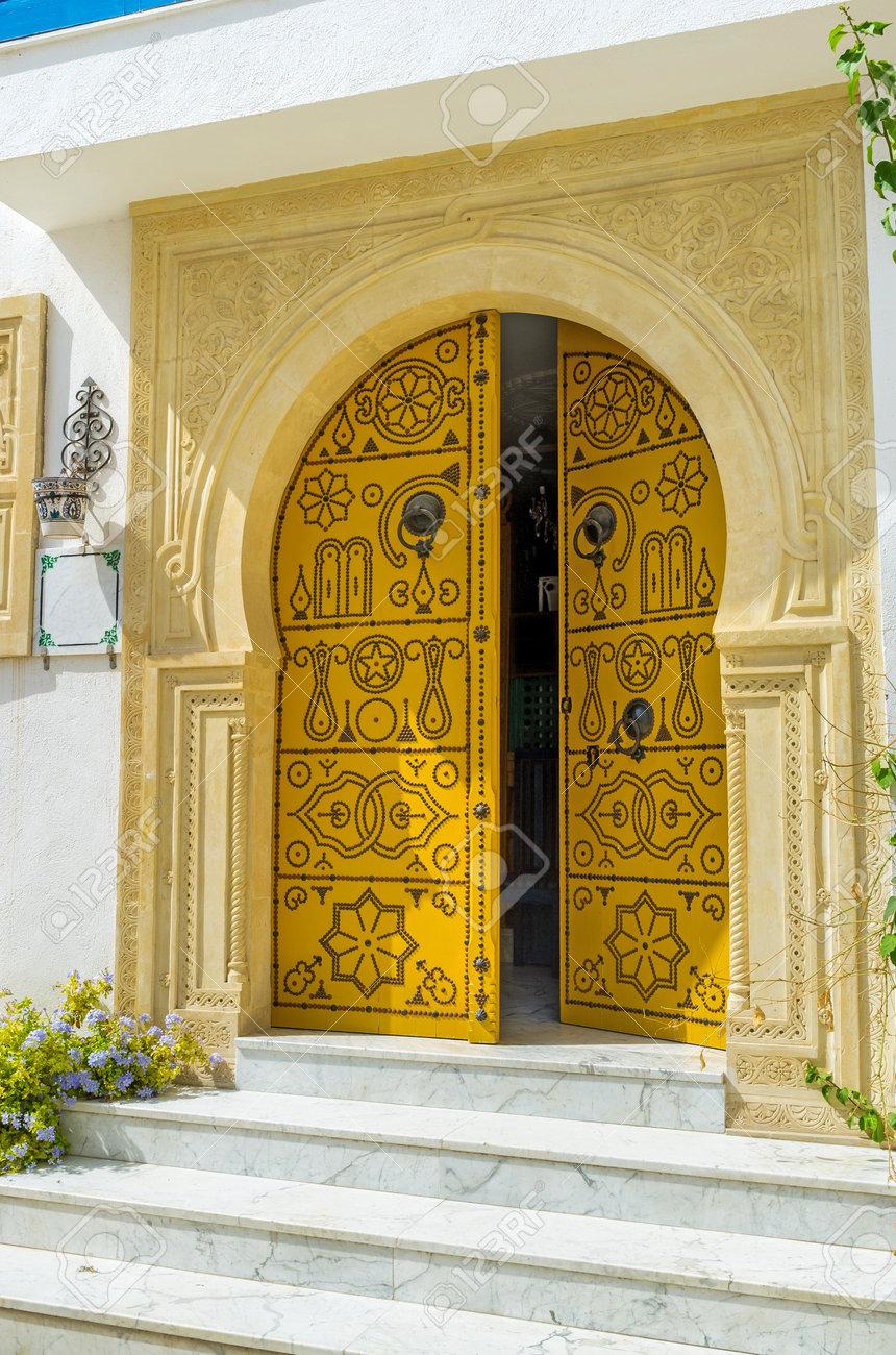 La Puerta árabe Tradicional Con El Marco Masiva Puerta De Piedra ...