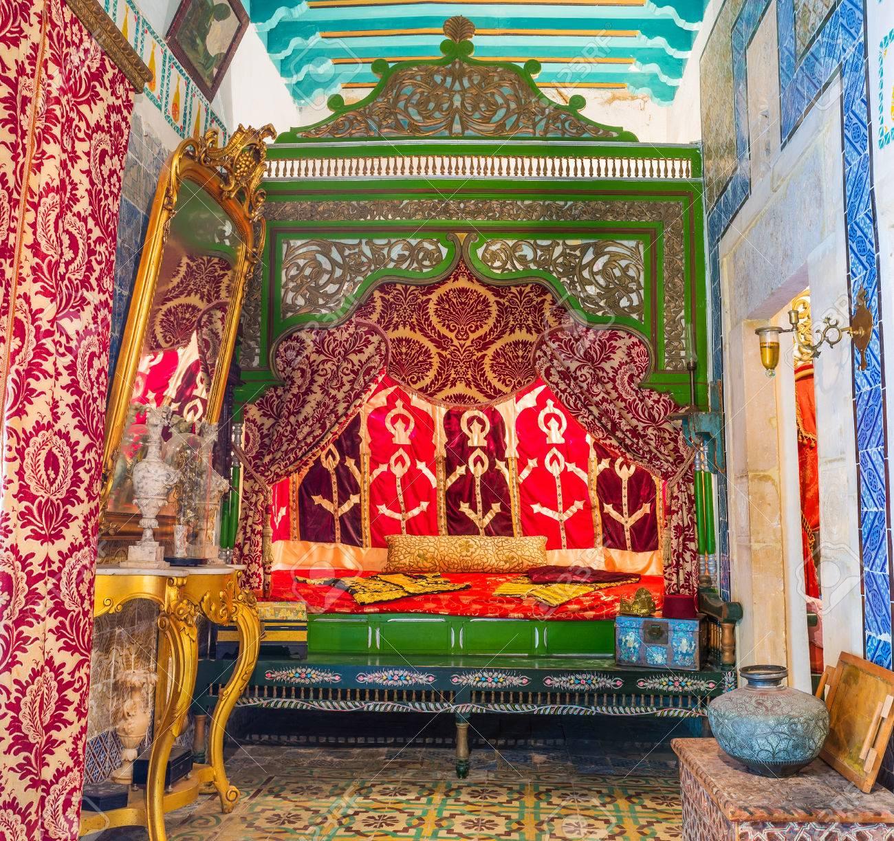 SOUSSE, TUNISIE   3 SEPTEMBRE 2015: La Chambre De Lu0027épouse Dans Le Manoir  De Dar Essid Avec Lit En Bois Sculpté Et Murs Et Plafond Décorés, Le 3  Septembre à ...