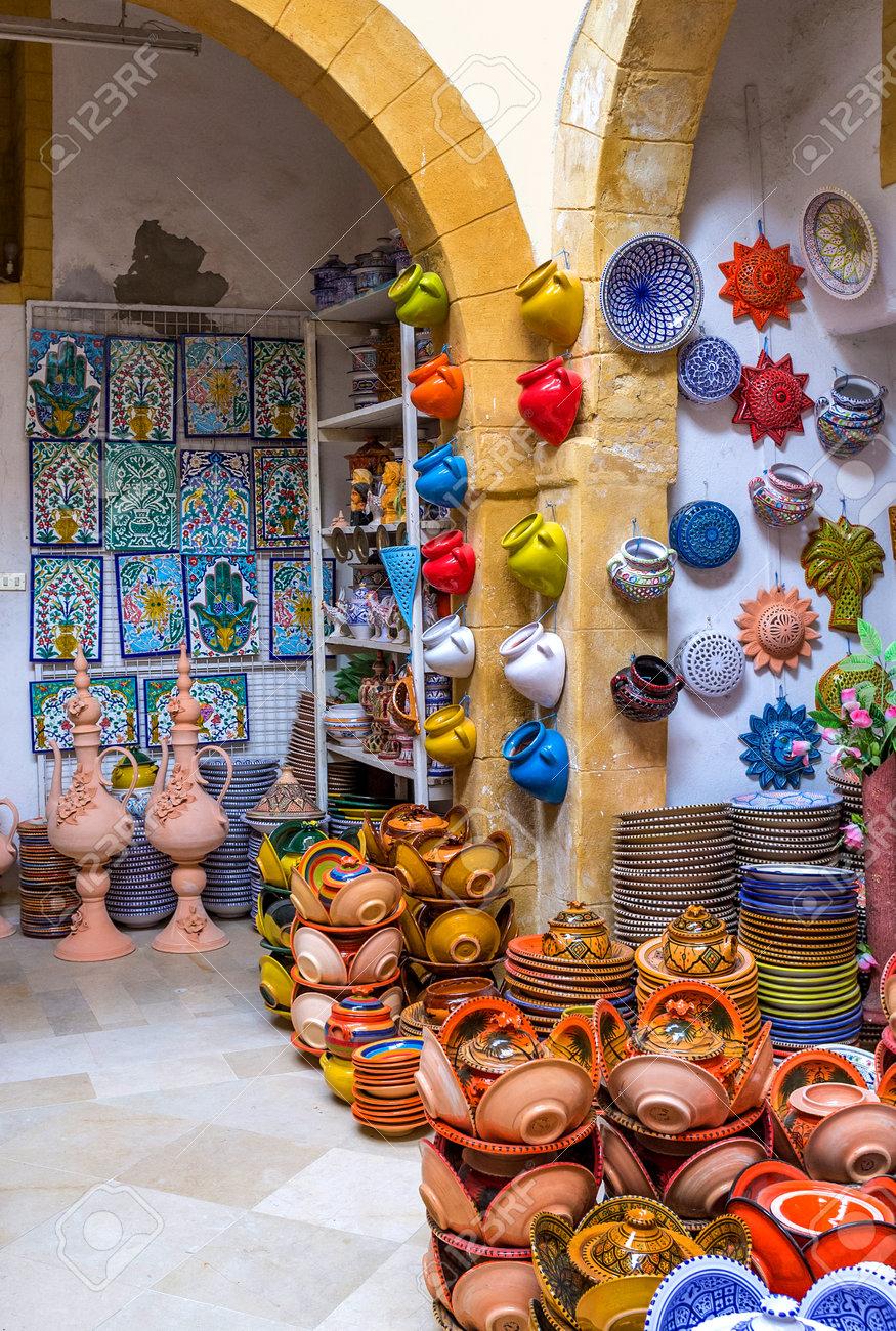 Fabrication D Escalier En Tunisie sousse, tunisie - 6 septembre 2015: la fabrication de la céramique et des  carreaux émaillés est très populaire dans les stations balnéaires