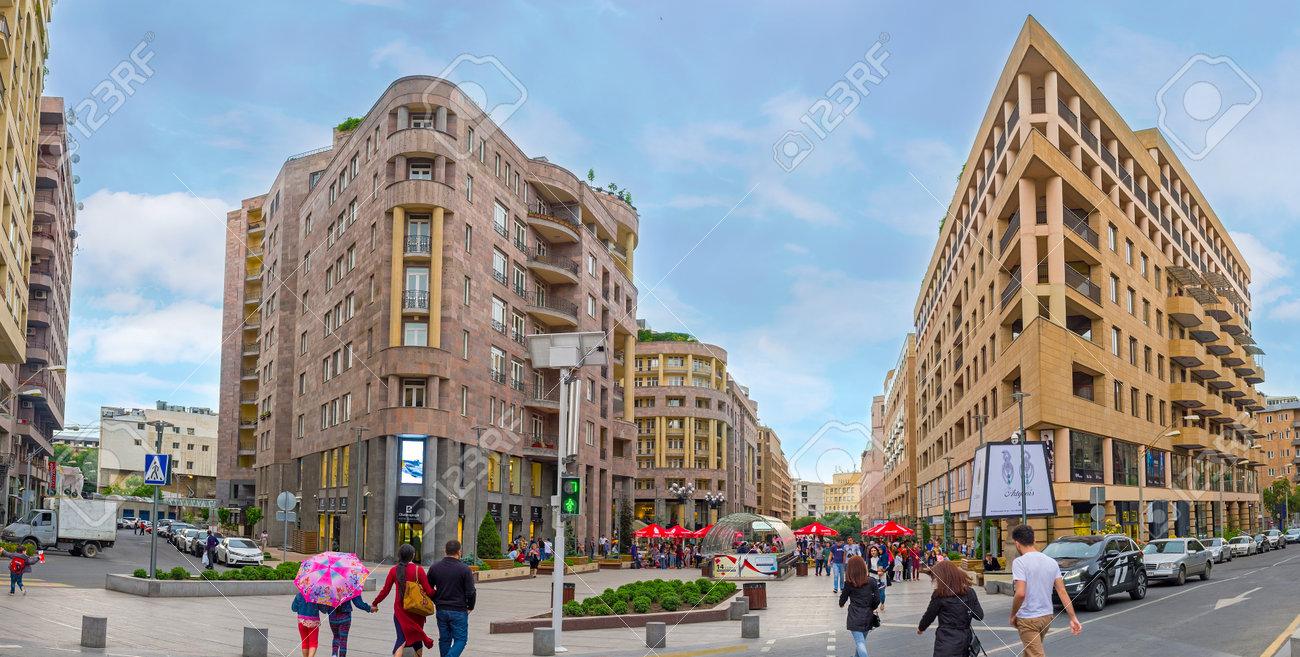 Yerevan Armenien 29 Mai 2016 Das Architektonische Ensemble Der Nothern Avenue Geschafts Und Einkaufszentrum Der Stadt Am 29 Mai In Jerewan Lizenzfreie Fotos Bilder Und Stock Fotografie Image 60877306