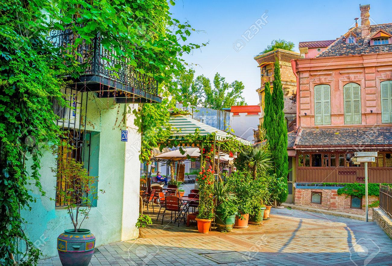 Tiflis Georgia 29 De Mayo 2016 Las Terrazas De Verano De Cafés De La Calle Shavteli Decorada Con Numerosas Plantas En Macetas El 29 De Mayo En