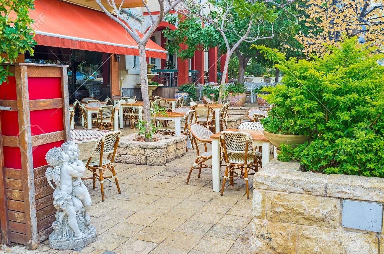 La Acogedora Terraza De Café De Outddor En El Barrio De La Colonia Alemana De Haifa Israel
