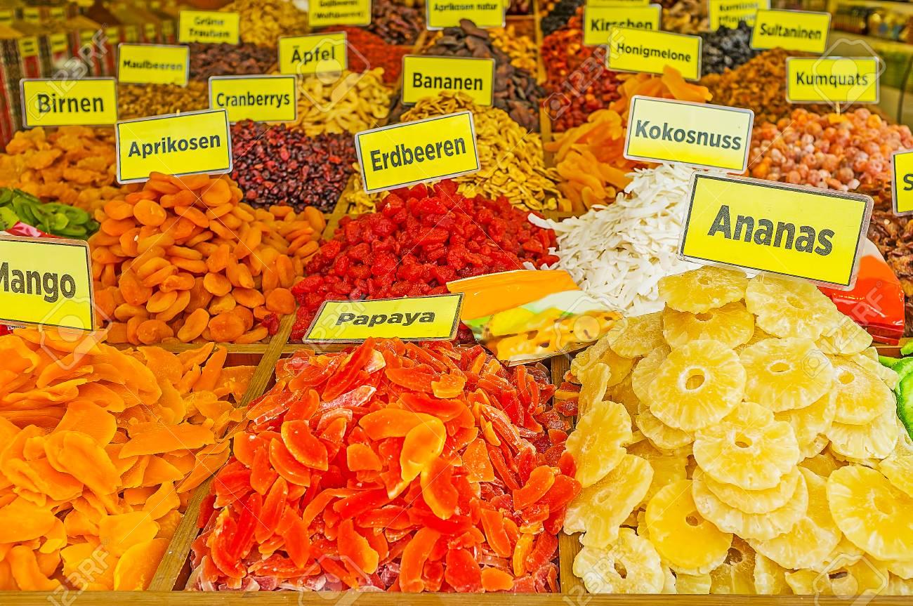 Los Puestos Tradicionales De Bazar Turco Ofrecen Una Amplia Gama De ...