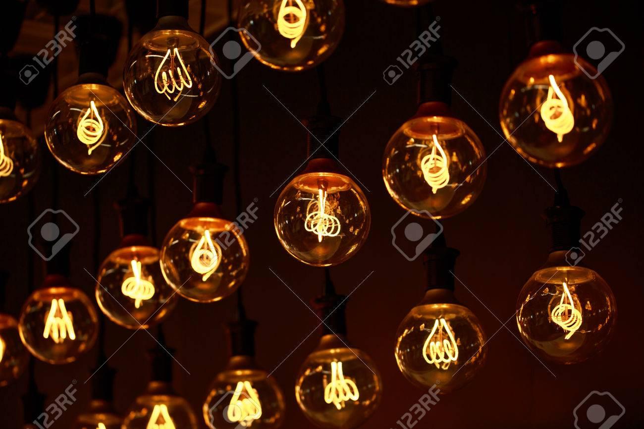 Moderne Lampen 66 : Gruppe von lampen mit interessanten form von wolframfaden moderne