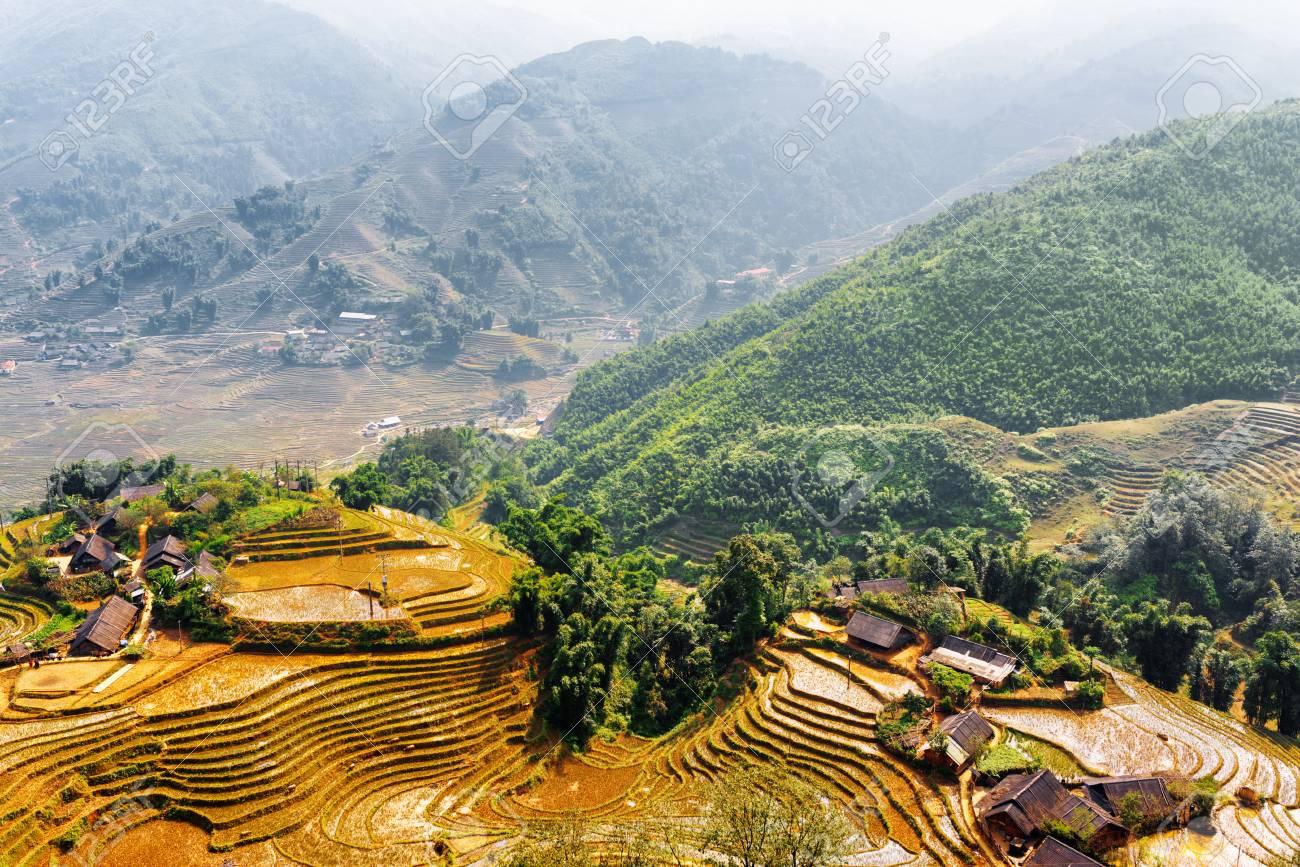 Vista Superior De Casas De Campo Y Los Campos De Arroz En Terrazas En Las Montañas De Hoang Lien Sa Pa Distrito Provincia De Lao Cai Vietnam Sapa