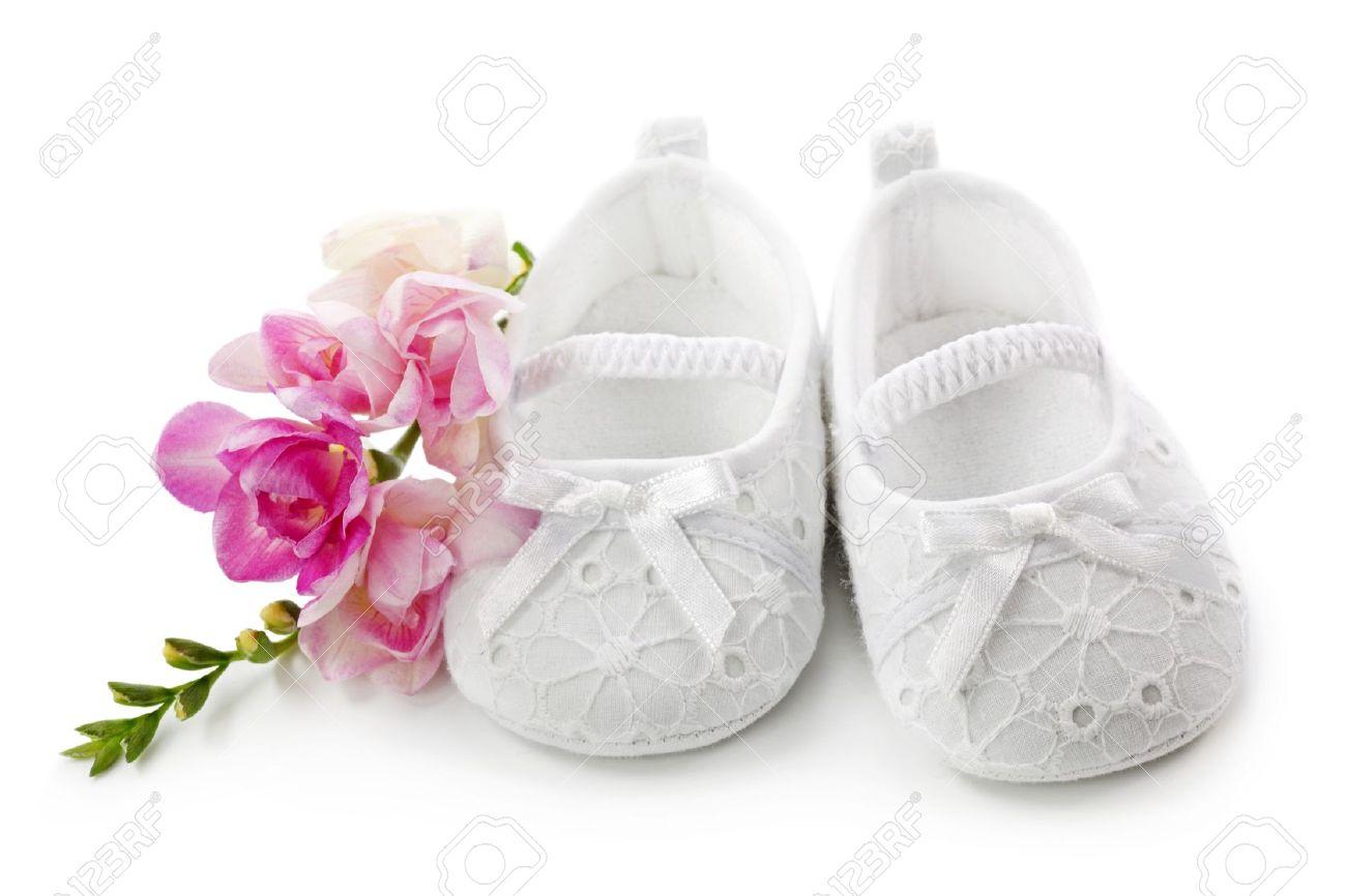Zapatos De Niña Bebé Con Flores Rosas Aisladas Sobre Fondo Blanco ...