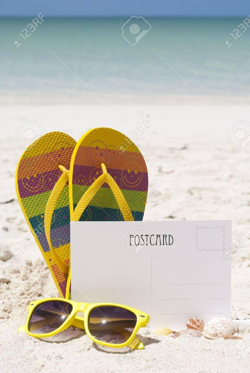 Una Postal En Blanco En La Arena De La Playa Con Chanclas, Gafas De ...