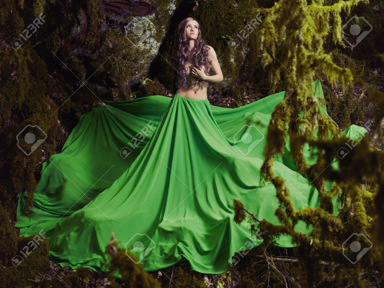 Hermosa Ninfa Del Bosque De Hadas Fotografia De Moda Fotos Retratos Imagenes Y Fotografia De Archivo Libres De Derecho Image 21089717