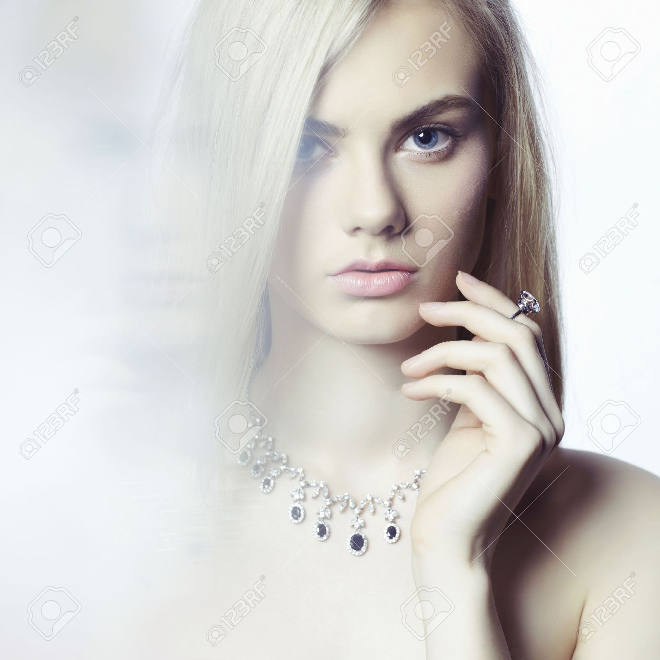 Studio fashion portrait of young beautiful lady in jewelry Standard-Bild - 38121241