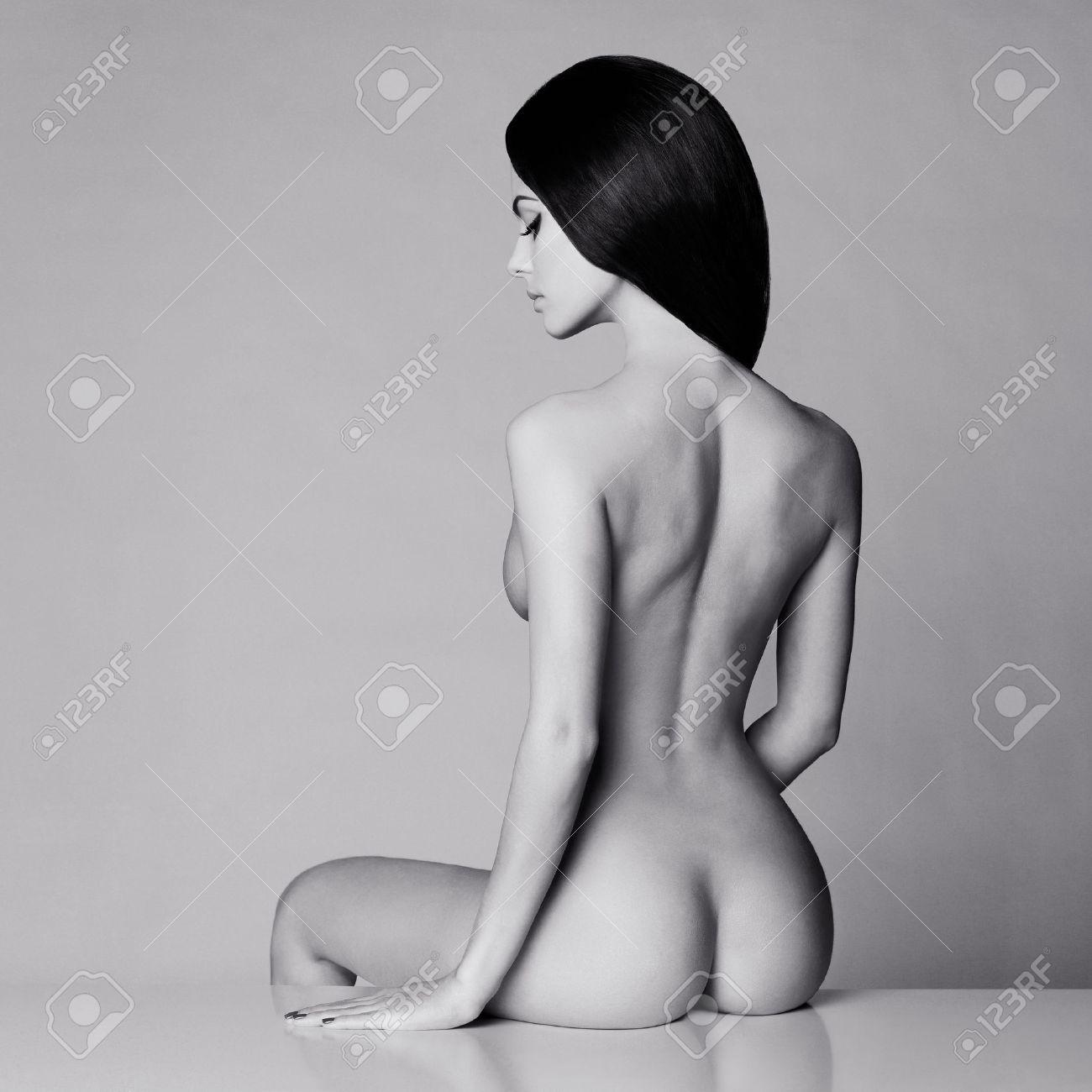 Fashion art studio photo of elegant naked lady Standard-Bild - 40374661