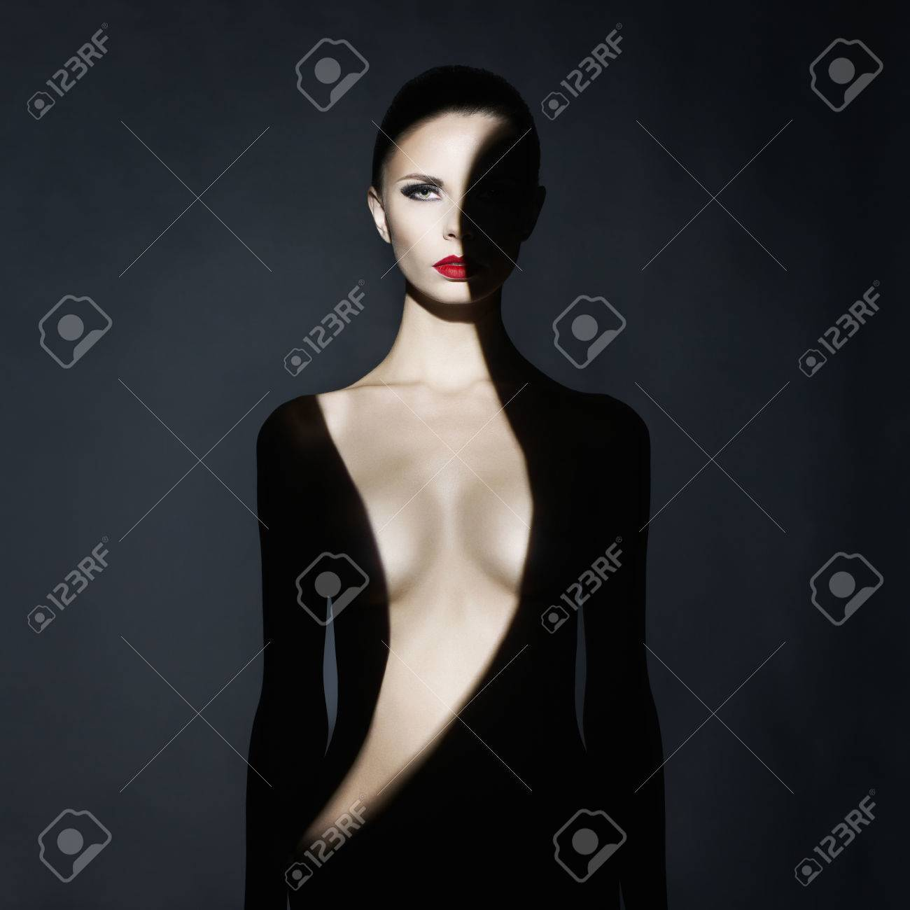 Fashion art studio portrait of elegant naked lady with shadow on her body Standard-Bild - 42834124