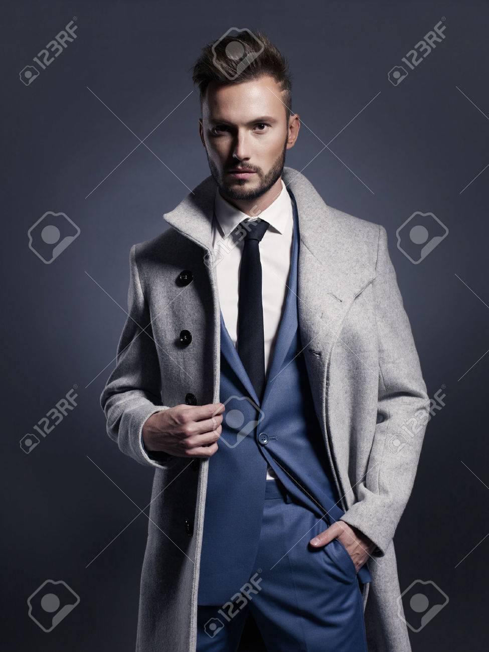 Portrait of handsome stylish man in elegant autumn coat Standard-Bild - 46882283