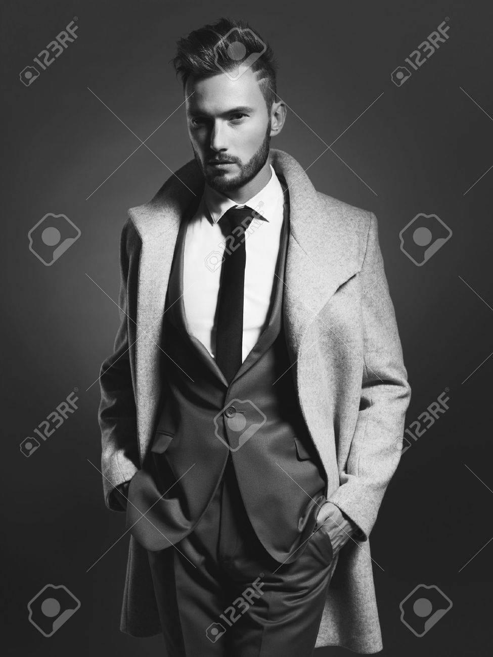 Portrait of handsome stylish man in elegant autumn coat Standard-Bild - 46450231