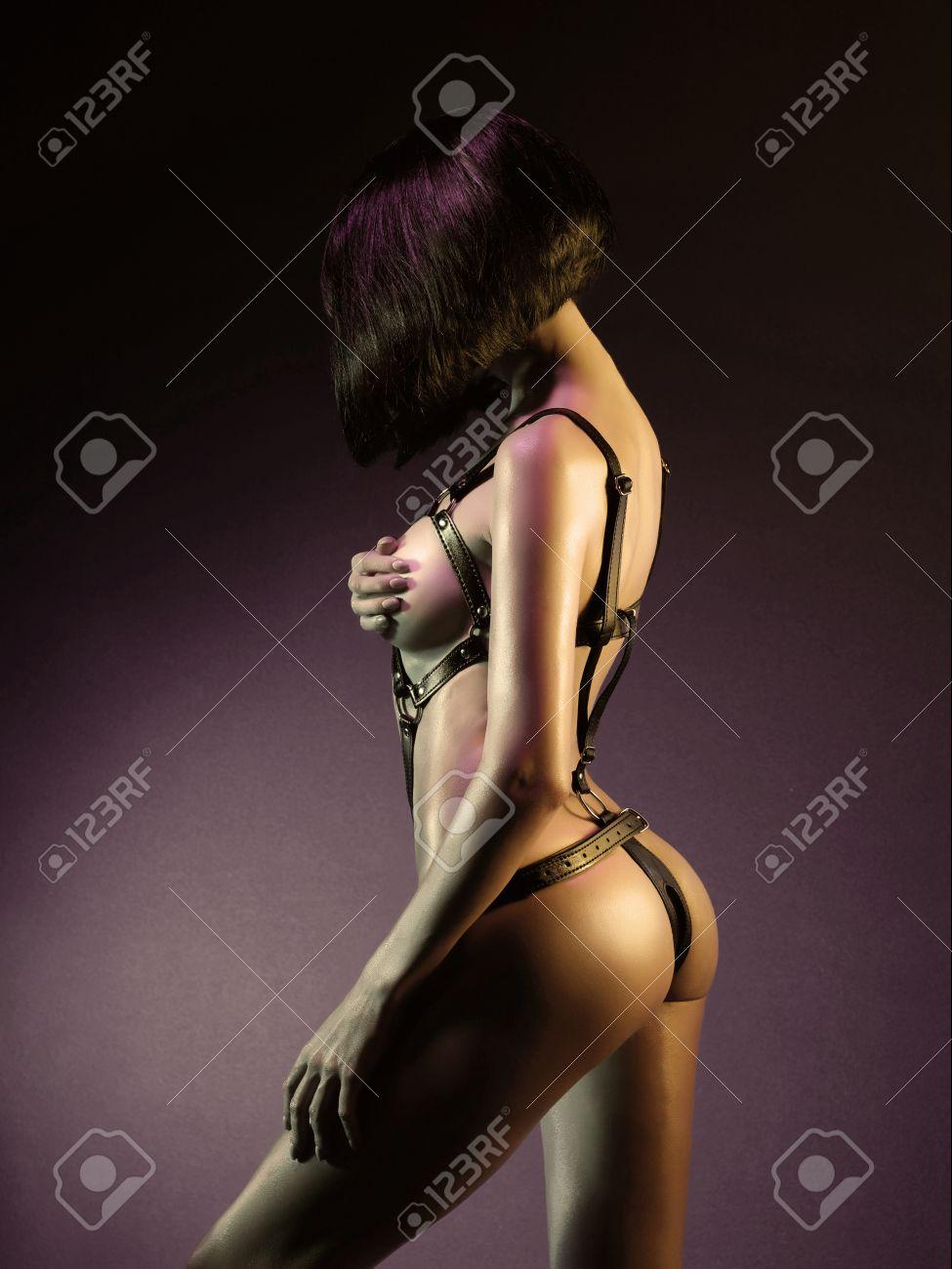 sexy nackte madchen strumpfe tragen