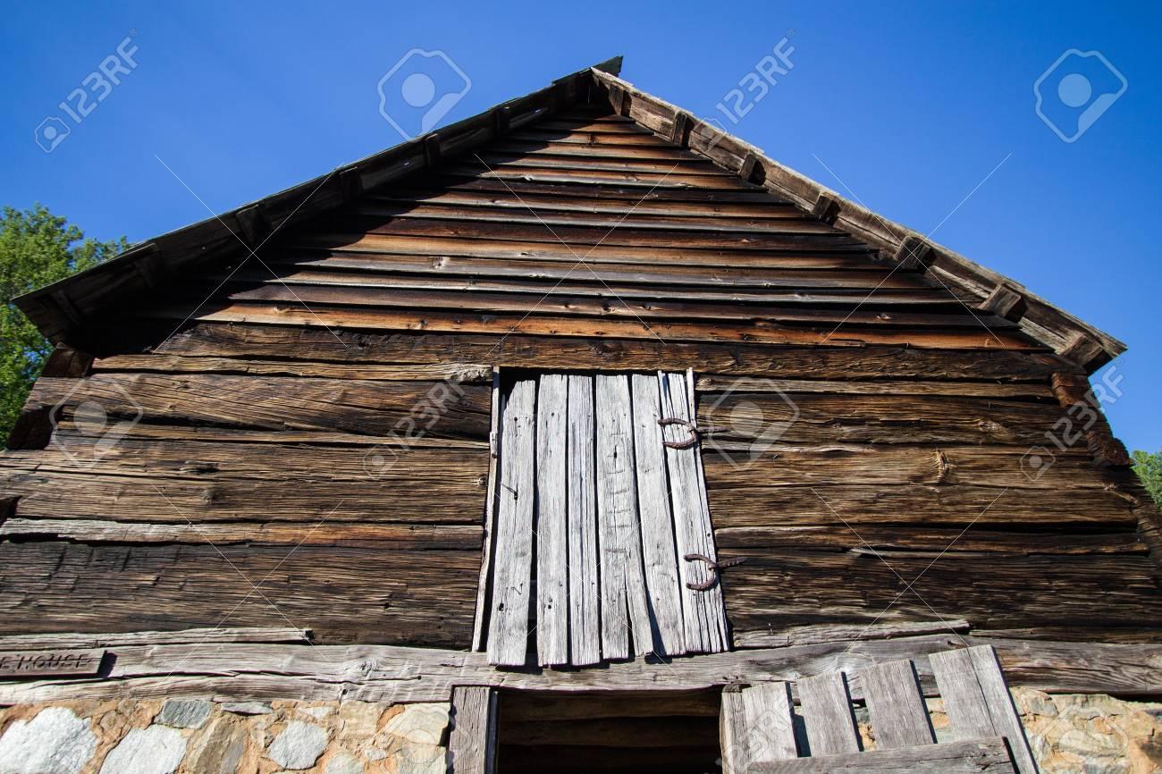 Berühmt Pionier-Stil Holz-Scheune. 1800s Pionier Stallfront Mit Dachboden LK78