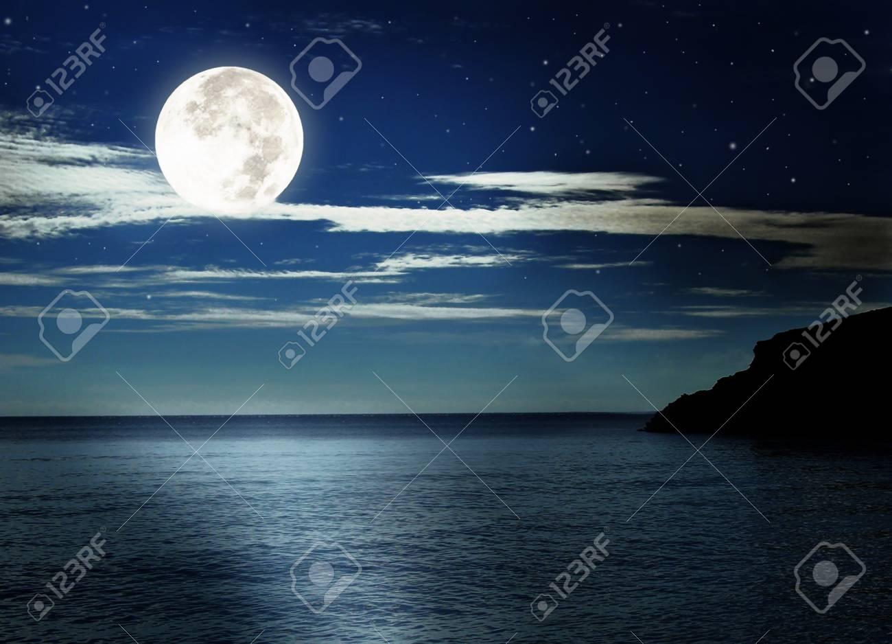 Luna Piena Sul Mare Foto Royalty Free Immagini Immagini E Archivi