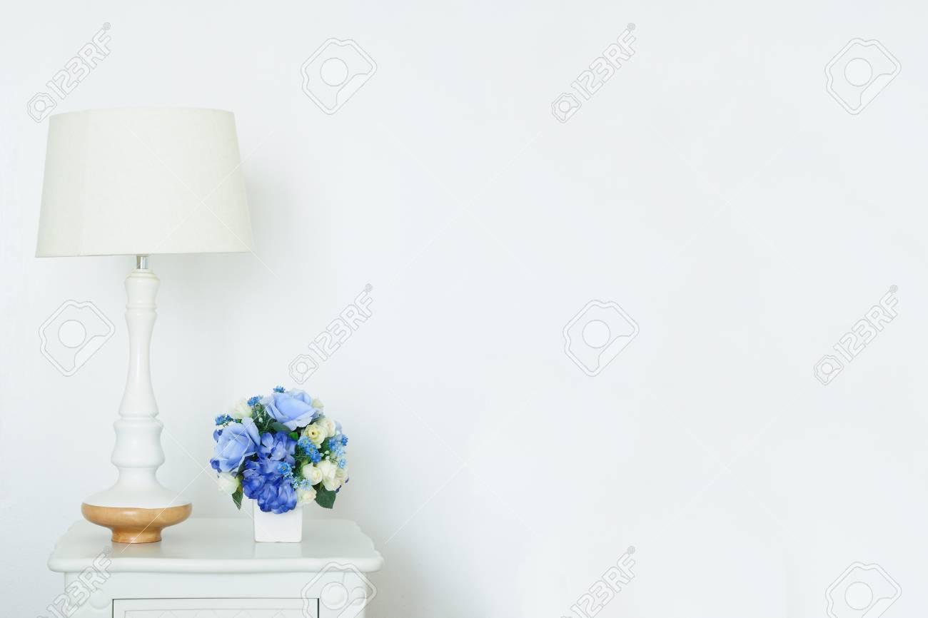 Beau bureau en bois blanc vintage a vendre ememain be