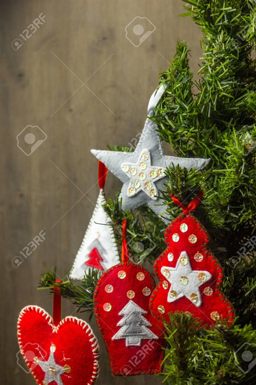 Christmas Tree Toys Handmade.Christmas Decorations On A Christmas Tree Felt Toys Handmade