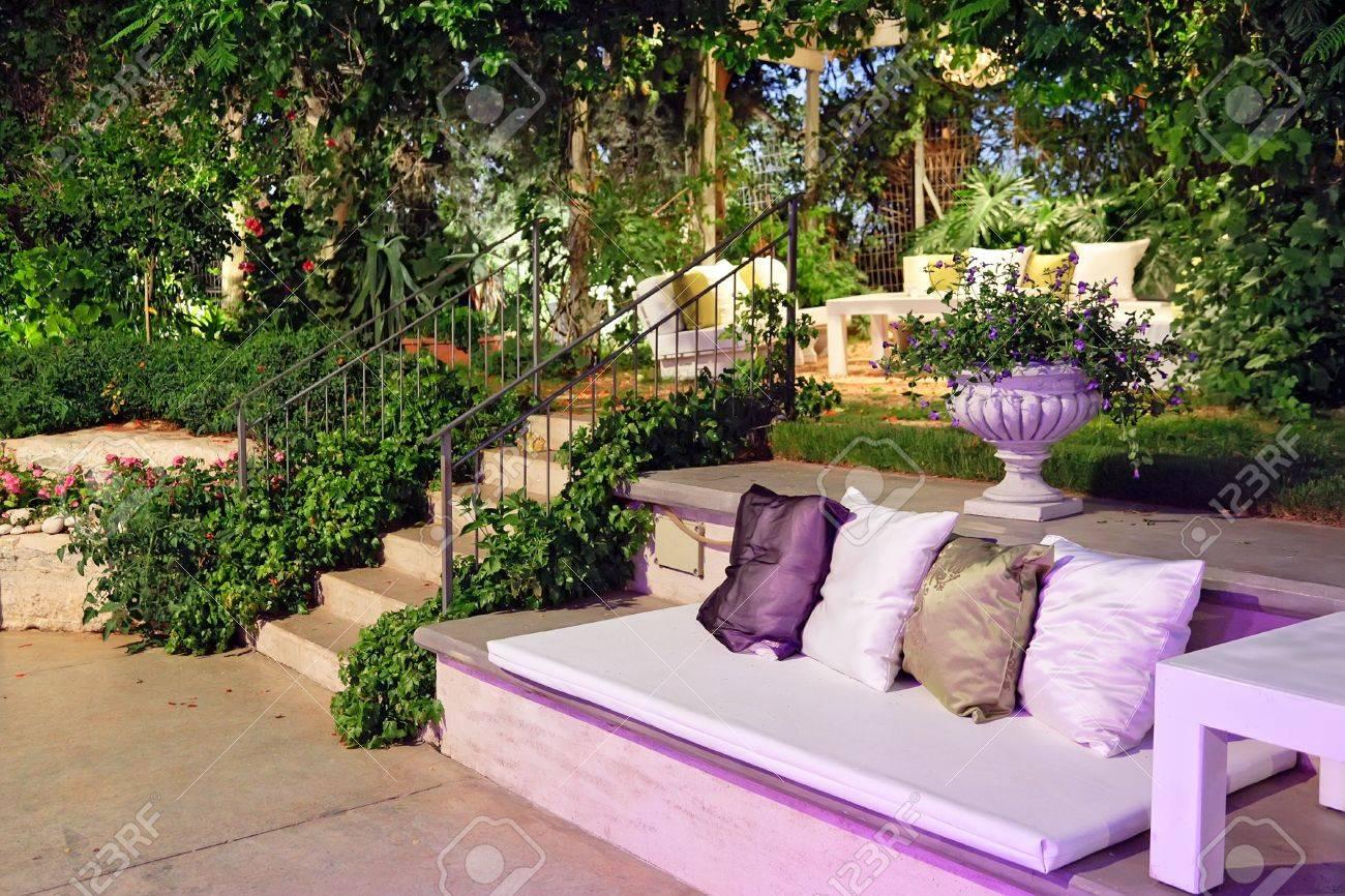 Ambiance Romantique Dans La Soiree Sur La Terrasse A La Noce Banque