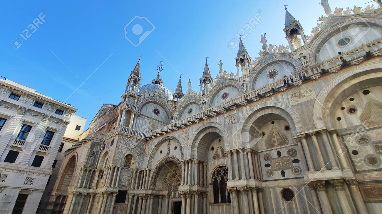 view facade panorama of St. Mark's Cathedral on the horses in venice italy - 163046356